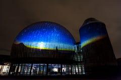 BERLIN TYSKLAND, OKTOBER 9, 2013: Berlin Light Art Festival på planetarium, Zeiss-Großplanetarium Arkivbilder
