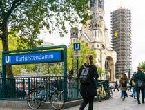 BERLIN TYSKLAND Oktober 7: Typisk gatasikt Oktober 7, 2016 Arkivbild