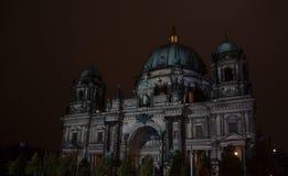 Berlin Tyskland - Oktober 11, 2017: Upplysta Berlin Cathedral Royaltyfri Foto