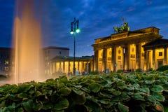 BERLIN TYSKLAND - SEPTEMBER 23, 2015: Berömd Brandenburger Tor arkivfoton