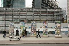 Berlin vägg på Potsdameren Platz i Berlin Royaltyfri Bild