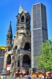 Berlin-Verkehr und Kaiser Wilhelm Memorial Church, Berlin Germany stockfotografie