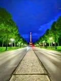 Berlin vid natt arkivbilder