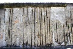 Berlin Wall con el hormigón del refuerzo mostrado Fotos de archivo
