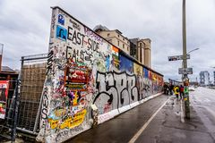 Berlin Wall Painting arkivbilder
