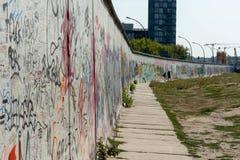 Berlin Wall-straatkunst op de muur royalty-vrije stock afbeeldingen