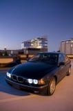 Berlina di BMW nella città Fotografia Stock Libera da Diritti