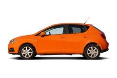 Berline avec hayon arrière compacte orange lumineuse de famille Image stock