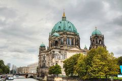 Berliner Dom in Berlin. On a cloudy day Royalty Free Stock Photos