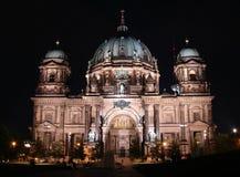 Berliner Dom bij nacht royalty-vrije stock afbeeldingen