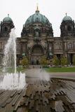 berliner dom-springbrunn Royaltyfri Bild