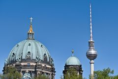 Berliner Dom und Fernsehturm & x28; Alexanderplatz royalty-vrije stock afbeelding