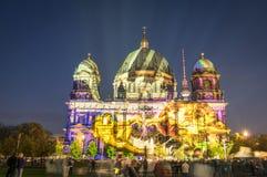 Berliner kupol som är upplyst på festivalen av ljus i Berlin Fotografering för Bildbyråer