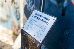 Berliner Mauer East Side Gallery Plaque. BERLIN, GERMANY - DECEMBER 2 2016: The history behind the famous landmark detailed at the Berlin East Side Gallery Stock Photos