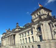 Berlino, B, Alemania - 16 de agosto de 2017: El palacio del parlamento alemán llamó el reichstag en la ciudad de Imágenes de archivo libres de regalías