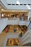 Berlino, Germania 27 agosto: Interno del centro commerciale di Alexanderplatz da Berlino in Germania Fotografie Stock Libere da Diritti