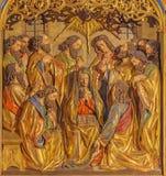 BERLINO, GERMANIA, 16 FEBBRAIO AL 2017: La Pentecoste scolpita di sollievo sull'altare principale della chiesa dei dominicani del Immagine Stock