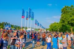 BERLINO, GERMANIA - 6 GIUGNO 2015: Il calcio è un partito reale, fan di intera parola fuori dello stadio olimpic a Berlino immagine stock libera da diritti