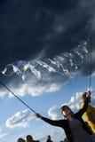 Fabbricazione delle bolle di sapone a Mauerpark Fotografie Stock
