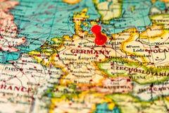 Berlino, Germania ha appuntato sulla mappa d'annata di Europa Fotografia Stock Libera da Diritti