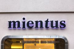Berlino, Berlino/Germania - 23 12 18: il mientus firma dentro Berlino Germania fotografia stock libera da diritti