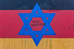 BERLINO, GERMANIA - LUGLIO 2015: Graffiti di Berlin Wall veduti il 2 luglio Immagine Stock