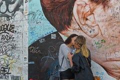 BERLINO, GERMANIA - LUGLIO 2015: Graffiti di Berlin Wall veduti il 2 luglio Fotografie Stock Libere da Diritti