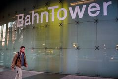 BERLINO, GERMANIA - 24 SETTEMBRE 2015: Bahntower, distr finanziario fotografia stock