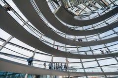 BERLINO, GERMANIA - 26 SETTEMBRE 2012: Dentro della cupola dell'edificio di Reichstag a Berlino, la Germania Fotografia Stock Libera da Diritti
