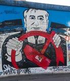 BERLINO, GERMANIA - 15 SETTEMBRE: Graffiti di Berlin Wall veduti il 15 settembre 2014, Berlino, galleria del lato est ` s un 1 3 Immagini Stock Libere da Diritti