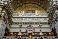 BERLINO, GERMANY/EUROPE - 15 SETTEMBRE: Dettaglio della cattedrale Immagine Stock