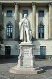 BERLINO, GERMANY/EUROPE - 15 SETTEMBRE: Statua di Helmholtz fuori Fotografia Stock Libera da Diritti