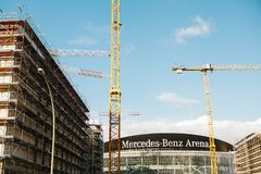 Berlino, il 3 ottobre 2017: La ricostruzione dello stadio dell'interno multiuso ha chiamato Mercedes-Benz Arena L'arena è Immagini Stock