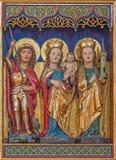 Berlino - l'altare gotico policromo scolpito con Madonna, st Barbara e St George nella chiesa dei dominicani della st Pauls Fotografia Stock