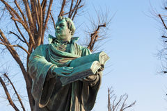Berlino - lo staue del reformator Martin Luther davanti alla chiesa di Marienkirche da Paul Martin Otto e da Robert Toberenth 189 Fotografie Stock