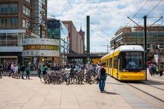 berlitz 世界时钟在Alexanderplatz 库存图片