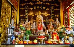 Beröm av det kinesiska nya året i templet Saphan Hin Royaltyfria Bilder