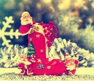Beröm Julkort leksakgnom, bild för retro gammal stil Fotografering för Bildbyråer