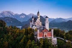 Berömd Neuschwanstein slott i Bayern, Tyskland Fotografering för Bildbyråer