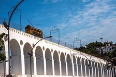Berömd spårvagn från Lapa till det Santa Teresa området, Rio de Janeiro Royaltyfri Fotografi