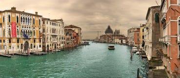 berömd storslagen panorama- sikt för kanal Arkivbilder