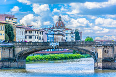 Berömda Ponte Vecchio i Florence, Italien Royaltyfri Fotografi