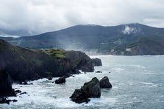 Bermeo, pa?s Basque, Espanha: Monast?rio de San Juan de Gaztelugatxe foto de stock