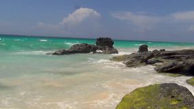 bermuda L'eau de turquoise de l'Océan Atlantique et du ciel bleu Vue fantastique sur la plage banque de vidéos