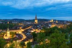 Bern, das Kapital von der Schweiz Schöne alte Stadt in der Nacht Stockfotografie