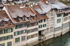 Bern, die Schweiz - 28. Dezember 2017: schneebedeckte Dachspitzen Lizenzfreies Stockbild
