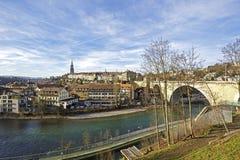 Bern durch den Aare-Fluss Stockbilder