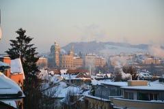 Bern med Bundeshaus i vinter Arkivfoton