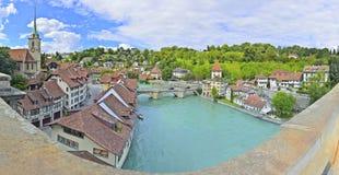 Bern som ses från den Nydeggbrucke bron Arkivbilder