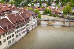 bern Steinhäuser entlang Aare-Fluss Lizenzfreies Stockbild
